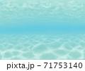 背景素材 リゾート地の浅い海に潜ったイメージ 71753140