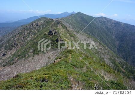 アポイ岳から見た日高山脈(北海道・アポイ岳) 71782554