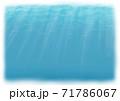 背景素材 水中に太陽光線が差し込むイメージ 白縁 71786067
