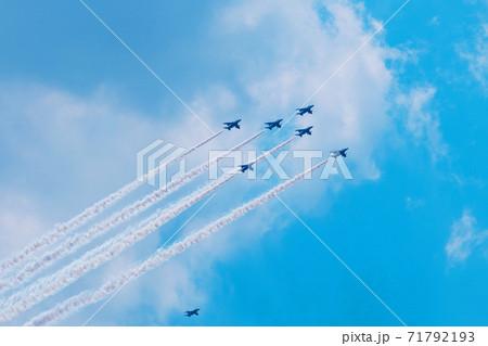 ブルーインパルスの編隊飛行 (目黒区上空2020年5月29日) 71792193