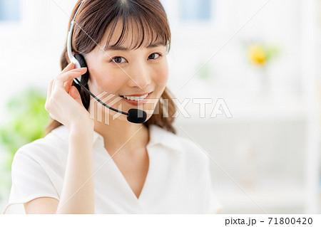 リモート 女性 ビジネス 家 71800420
