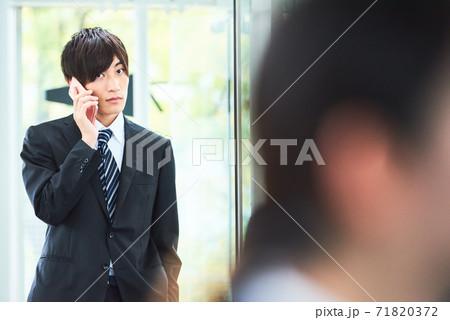 若いビジネスマン 71820372