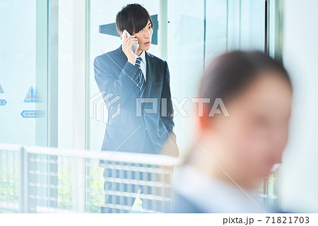 若い ビジネスマン 71821703