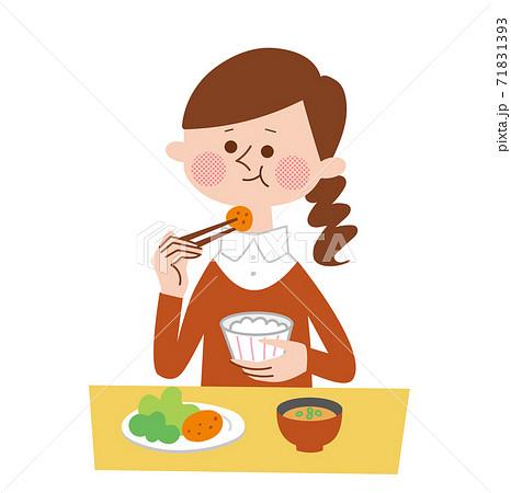食事中の女性 71831393