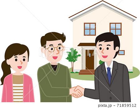 契約成立 営業マンと握手する夫婦 71859512