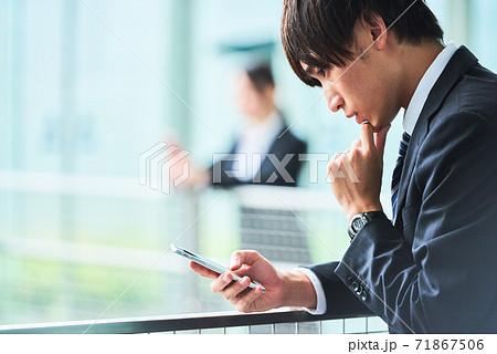 若いビジネスマン 71867506