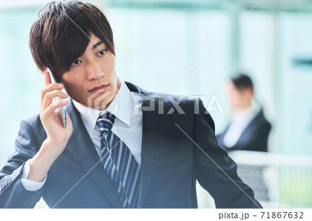 若いビジネスマン 71867632