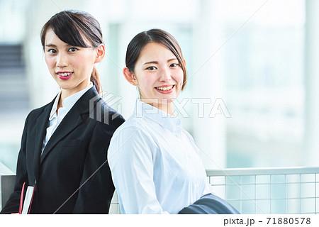 若いビジネスウーマン 71880578