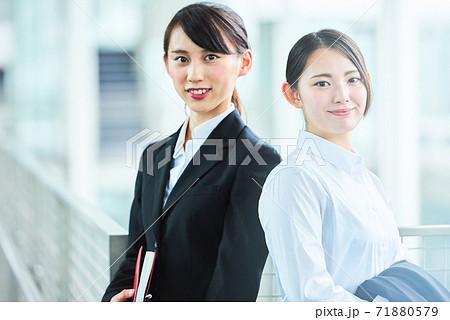 若いビジネスウーマン 71880579