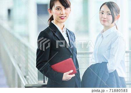 若いビジネスウーマン 71880583