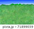 青空と何も無い牧場と山の背景 71899039
