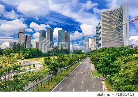 シンガポール・発展する大都会の風景 71901413