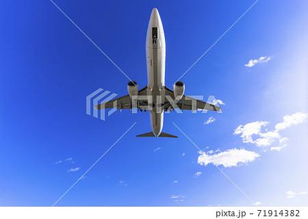 空港の風景 着陸中の飛行機 宮城県名取市 71914382