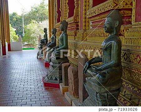 多くの仏像が並ぶ博物館のようなラオスの首都ヴィエンチャンにあるワット・ポーパケオ 71933026