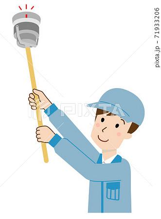 消防点検する男性 差動式 71933206