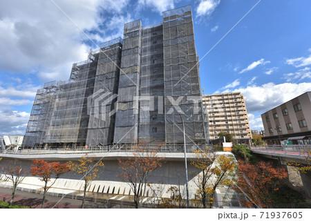 間もなく完成 新築の高層分譲マンション 71937605