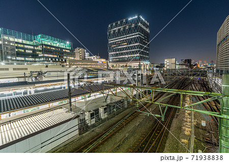 池袋駅 風景 ダイアデッキ ダイアゲート 午後 夕暮れ 夕方 夜 都心 東京 線路 71938838