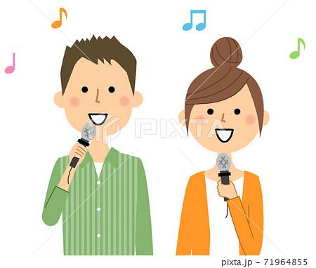 歌う若いカップル  71964855