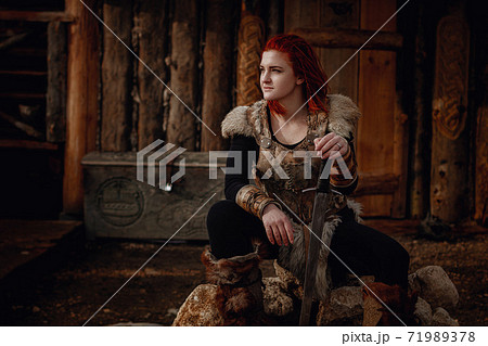 Viking girl. Reconstruction of a medieval scene 71989378