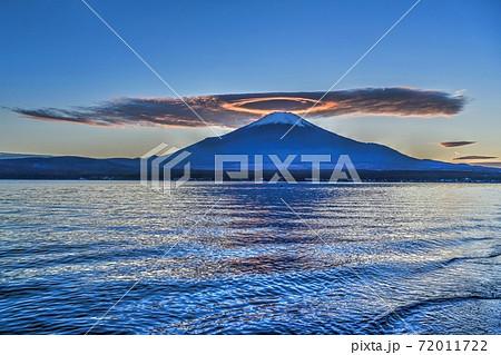 山中湖で見た天使のリングをつけたような富士山の夕焼け情景@山梨 72011722