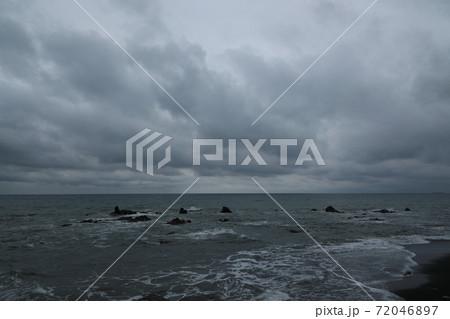 荒れた海の様子 72046897