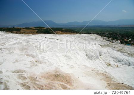 トルコ・パムッカレの石灰棚からの景色 72049764