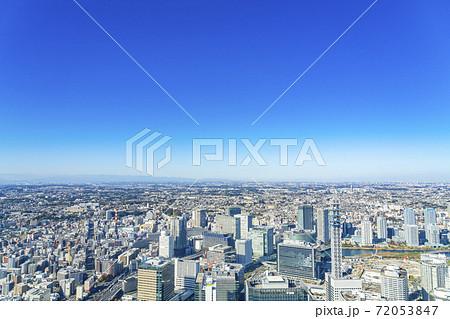 【神奈川県】晴天に恵まれた横浜の街並み 72053847