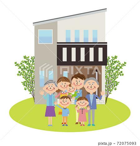 ポップな3世代家族 マイホームの前で赤ちゃんと一緒にハーイ 72075093