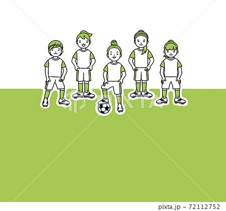 黄緑のユニホームの女子サッカーチーム 黄綠背景 イラスト素材 72112752
