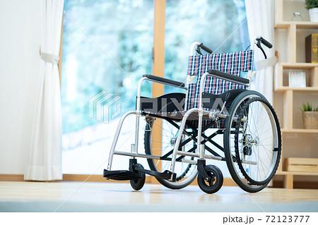 車いす 車椅子 72123777