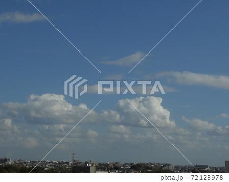 船橋の空!真っ青な空!。。さわやかな空の風景です!気が休まる風景です!(笑い) 72123978