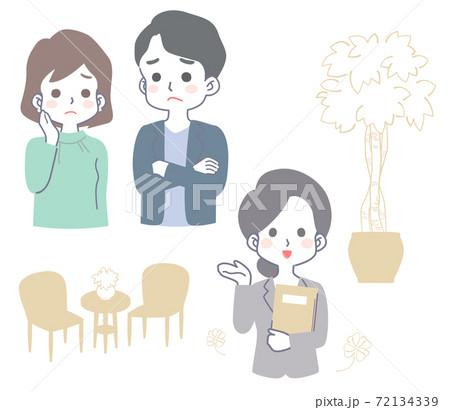 困り顔の若い夫婦・カップルと、笑顔で対応する女性スタッフ 72134339