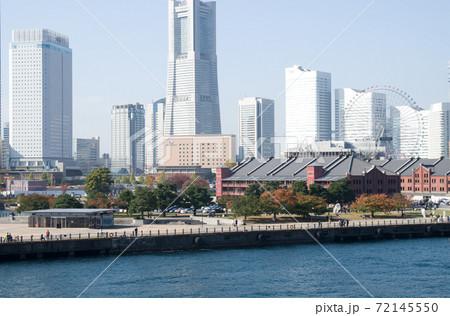 横浜大桟橋から眺めたみなと未来地区の景色 72145550