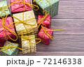 【クリスマス】かわいいプレゼントのオーナメント 冬 72146338