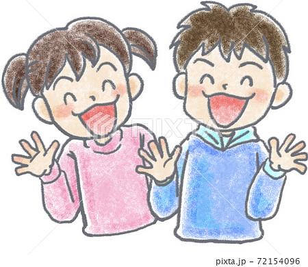 笑顔の子供 72154096