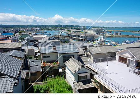 八幡岬から大原漁港の町並みを望む(千葉県いすみ市) 72187436