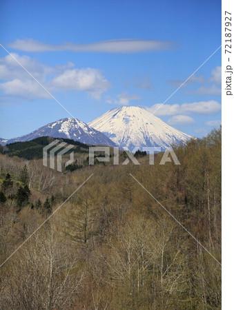 春の尻別岳・羊蹄山(北海道喜茂別町) 72187927