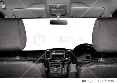 自動車のフロントガラス 後部座席からの目線 72191445