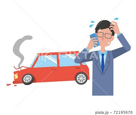事故を起こして焦りながら電話する男性 72195670
