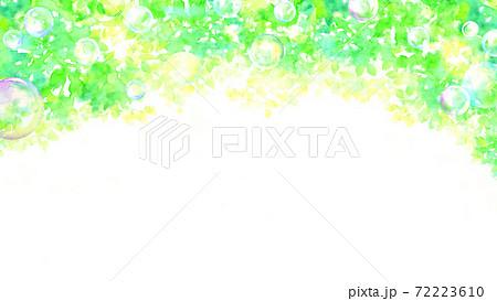 水彩で描いた新緑の背景イラスト 72223610