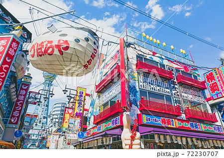 【大阪】新世界の風景 雲のある青空 72230707