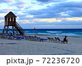 カンクンビーチの休日 72236720