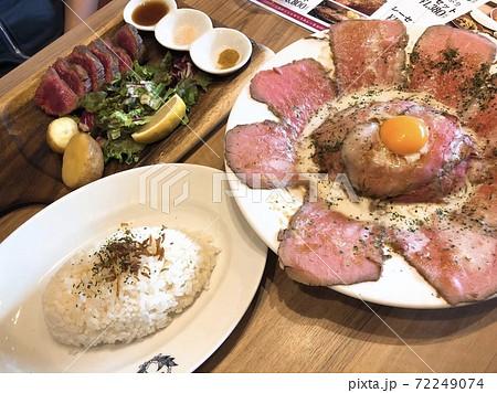 ローストビーフ丼とローストビーフ 72249074