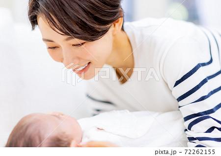 赤ちゃんとママ 72262155