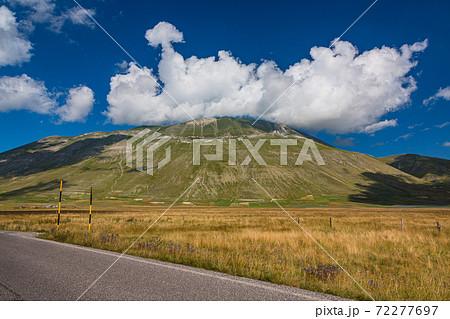 イタリア カステルッチョ・ディ・ノルチャの風景 72277697