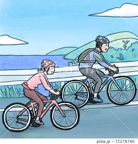 サイクリングする男女 72278780