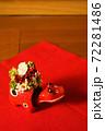 花を背負った赤べこさん 72281486
