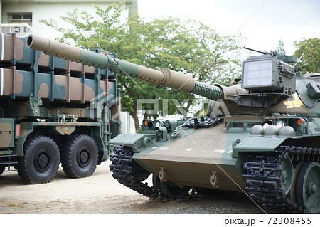 陸上自衛隊伊丹駐屯地における74式戦車 72308455