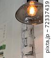 照らす 照明 射し込む 72337439
