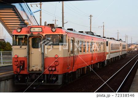高山本線 長森駅に停車するキハ40系 72338546